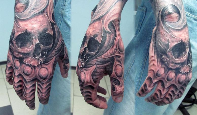 череп на руке