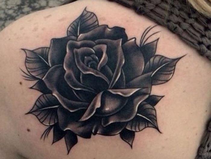 черная роза татуировка