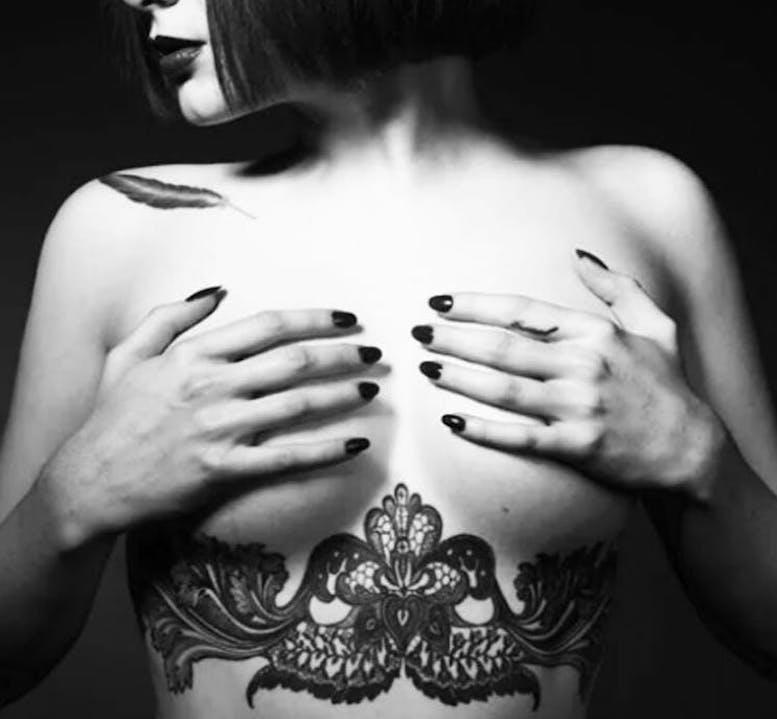 underboob on tattoo woman foto 22 foto tattoo татуировки
