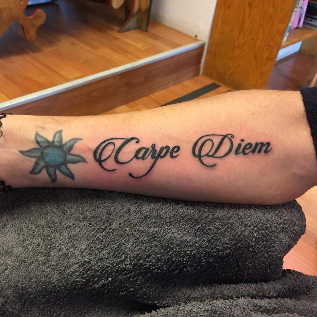 Фото и значение татуировок Carpe Diem18