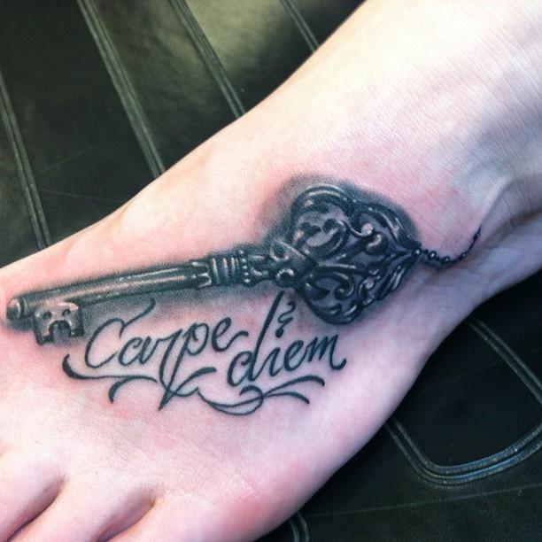 Фото и значение татуировок Carpe Diem22